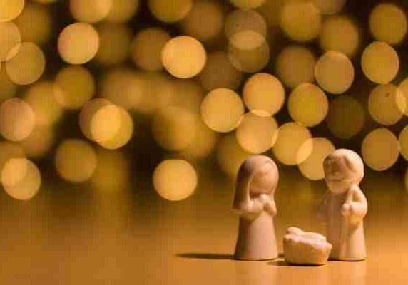 christmas-figurines-with-lights-cropped
